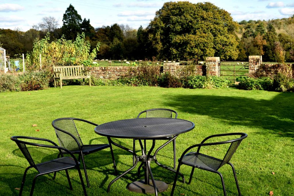 Superb self-catering holiday accommodation country cottage, for rent, Crowborough, Lewes, Uckfield, Sussex, UK: Home Farm